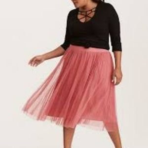Torrid NWT 1X Dark Pink Tulle Pleated Midi Skirt